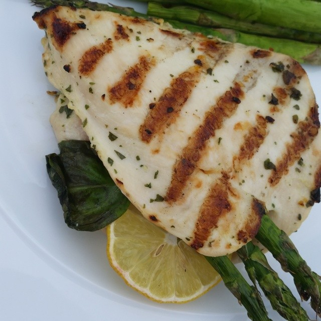 Lemon-Basil Chicken Breasts stuffed with Asparagus