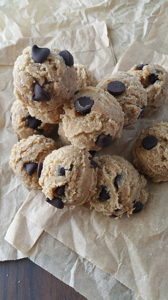 YUMMY Ready-To-Eat Raw Chocolate Chip Cookie Dough Balls Recipe http://cleanfoodcrush.com/cookie-dough