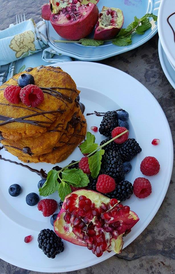 Pumpkin Protein Pancakes with Cacao http://cleanfoodcrush.com/best-pumpkin-protein-pancakes