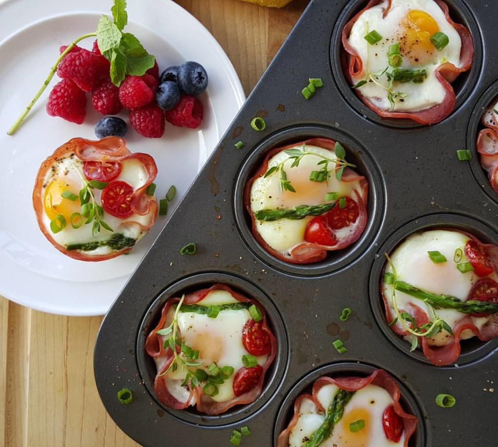 Clean Eating ham and egg cups http://cleanfoodcrush.com/ham-n-egg-cups/