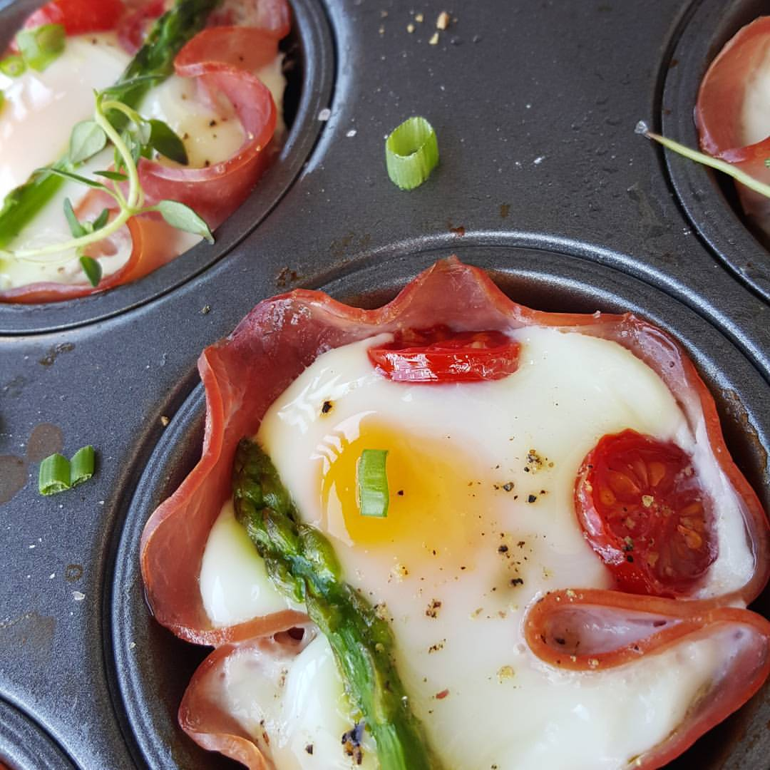 Weekend Brunch or Food Prep idea http://cleanfoodcrush.com/ham-n-egg-cups/