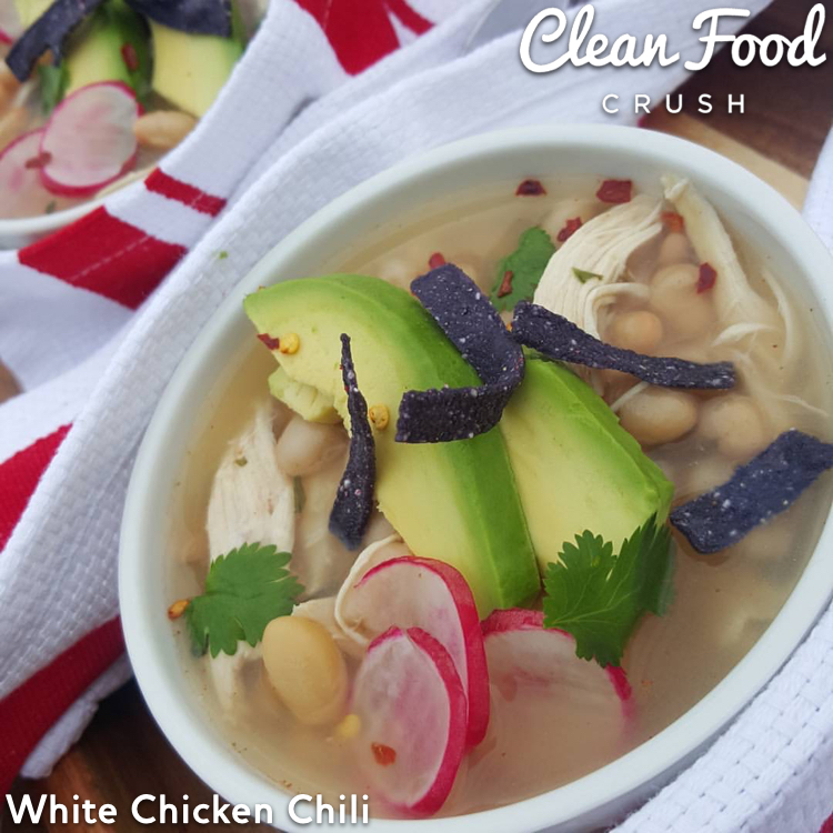 Clean White Chicken Chili CleanFoodCrush http://cleanfoodcrush.com/chicken-chili/