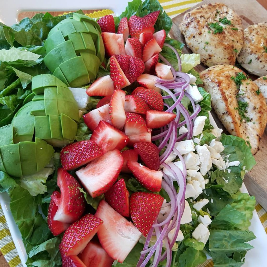 Clean Eating Made Easy California Cobb Salad with Avocado Ranch Dressing and Lemon Pepper Chicken http://cleanfoodcrush.com/california-cobb/