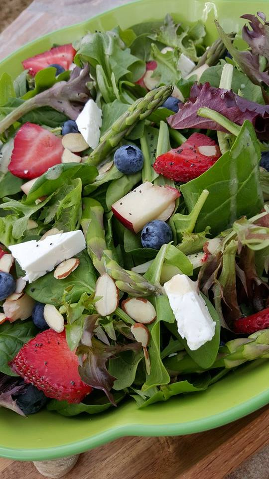 Spring Spinach Salad with Lemony Poppyseed Dressing Recipe http://cleanfoodcrush.com/spring-spinach-salad/