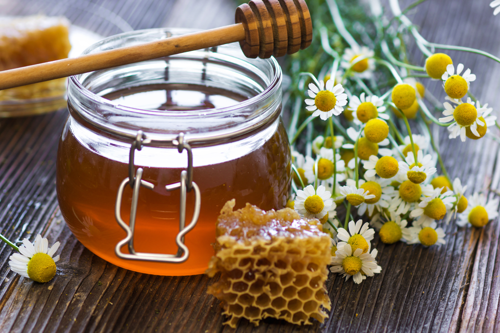 5 Reasons why you want to have honey with your next meal http://cleanfoodcrush.com/5-reasons-to-eat-honey/