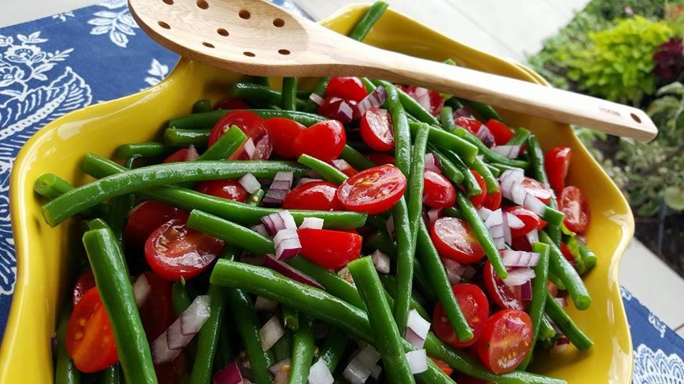 Garden-Fresh Green Bean Salad Recipe http://cleanfoodcrush.com/green-bean-salad/