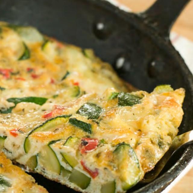 Vegetable Frittata Recipe http://cleanfoodcrush.com/veggie-frittata/