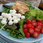 Weeknight Caprese Salad Recipe http://cleanfoodcrush.com/caprese-salad/