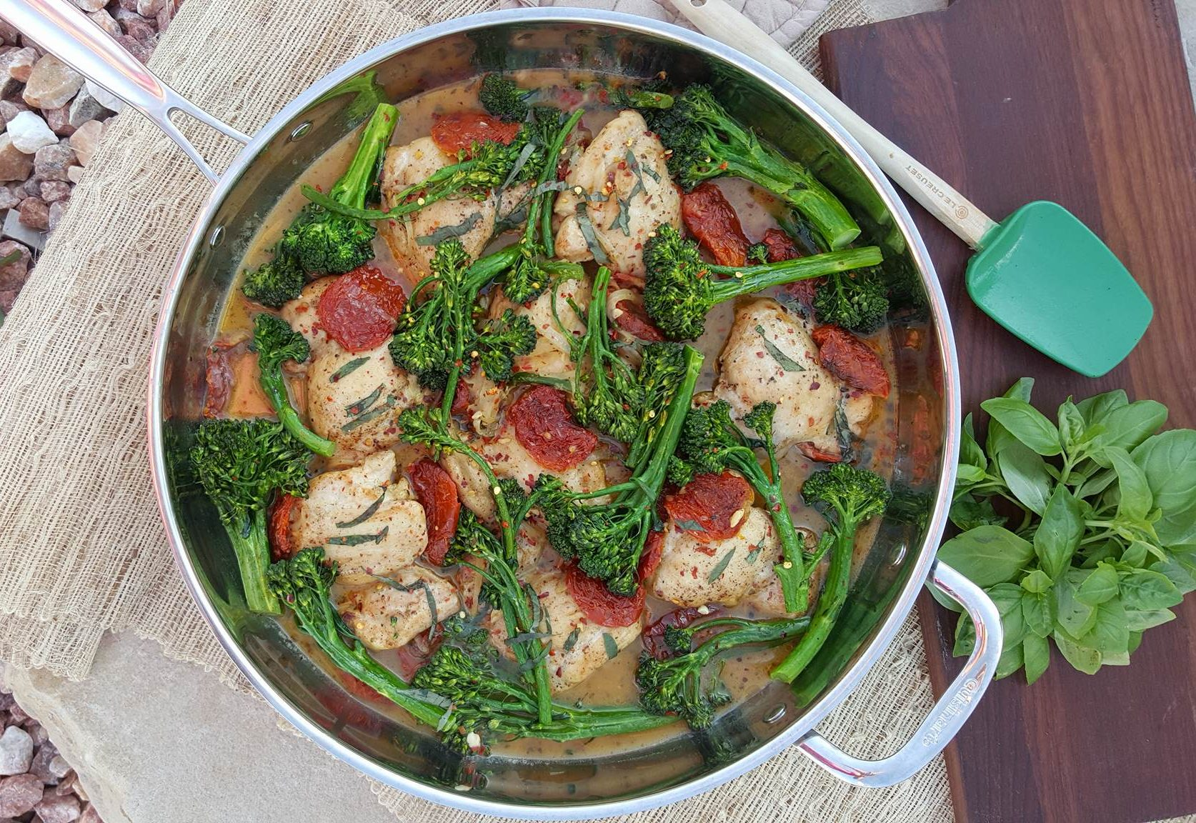 Sundried Tomato Chicken thighs with Broccolini Clean Eating Recipes http://cleanfoodcrush.com/sundried-tomato-chicken/