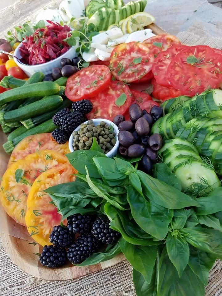 The best vegetable summer platter http://cleanfoodcrush.com/summer-veggie-plate