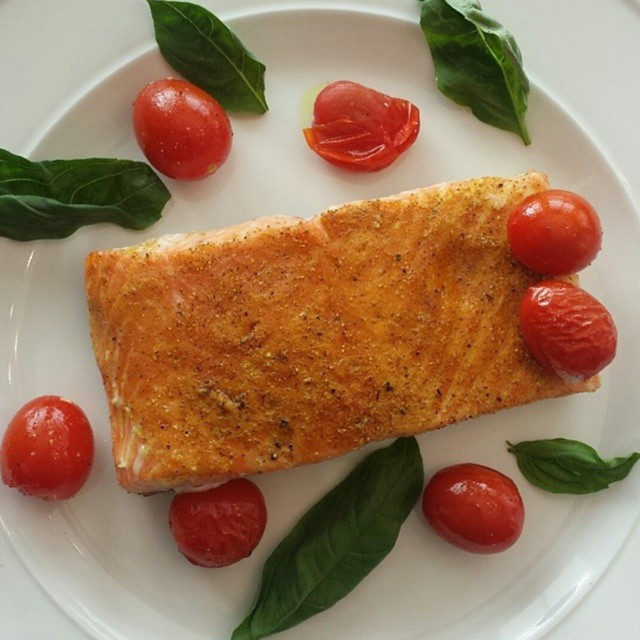 simple-curry-salmon-with-roasted-tomatoes