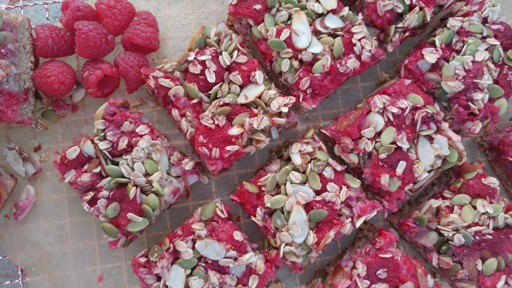 raspberry-almond-oat-bars-recipe