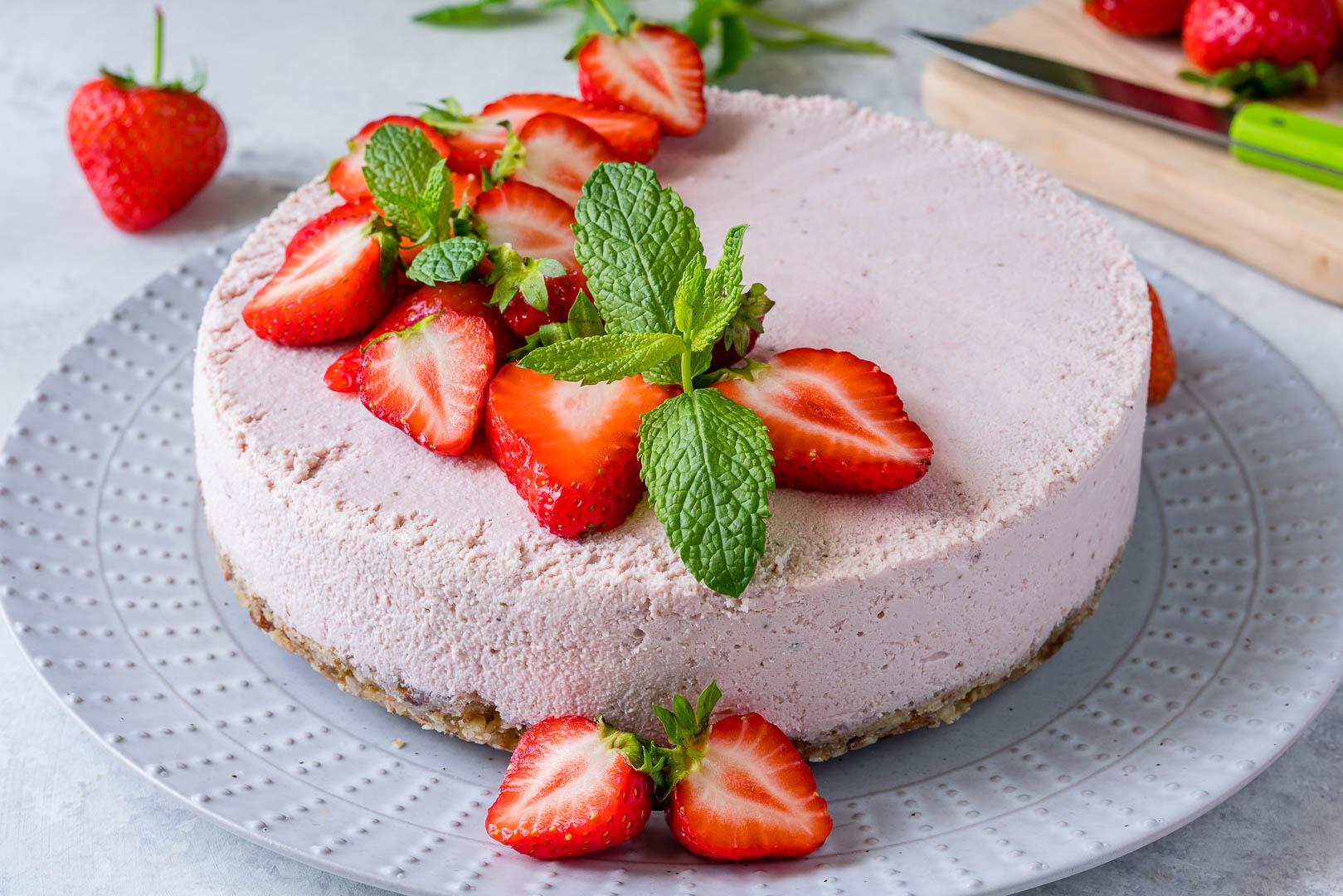 CleanFoodCrush No Bake Strawberry Cheesecake
