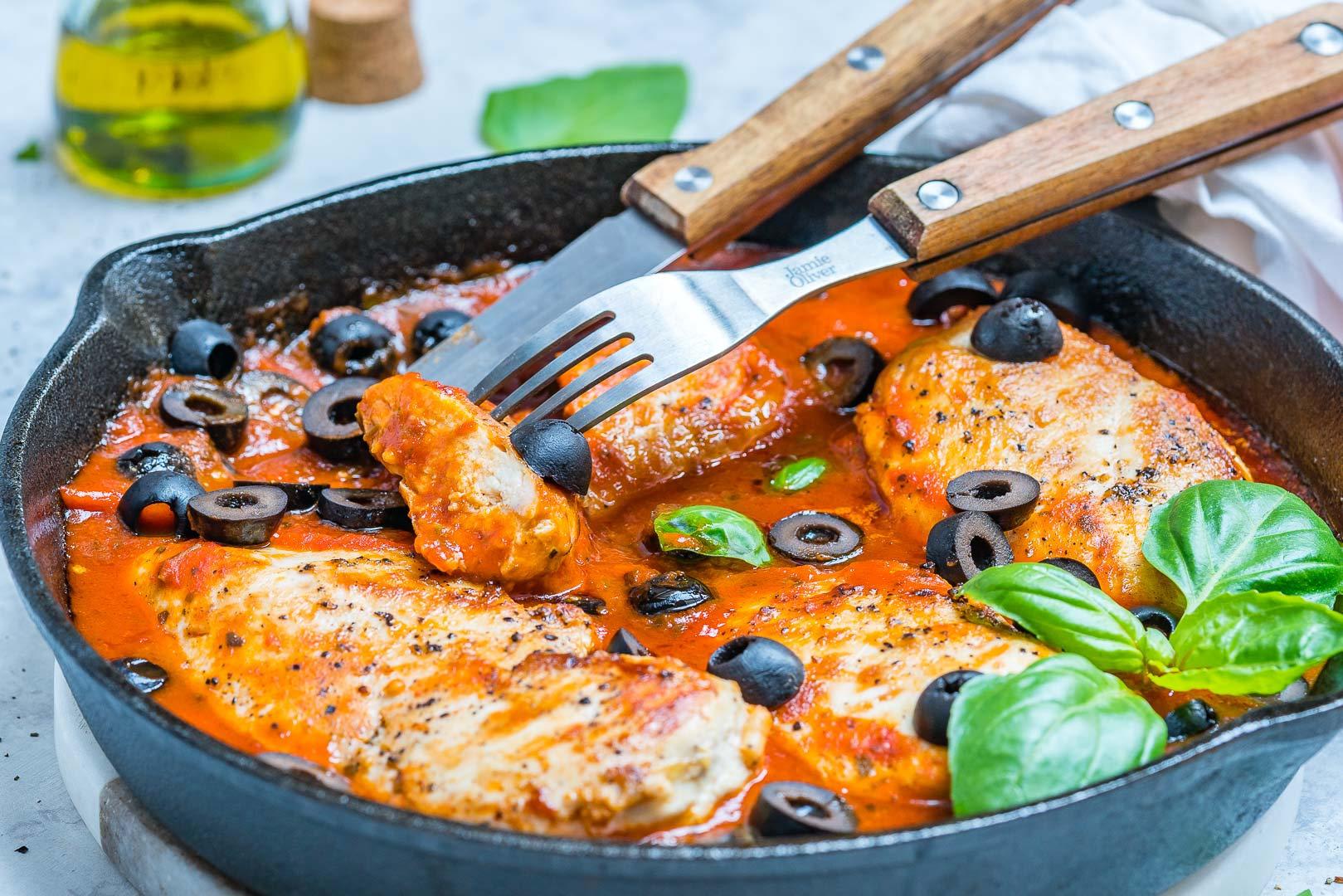 CleanFoodCrush One-Pan Mediterranean Chicken in Fresh Tomato Sauce
