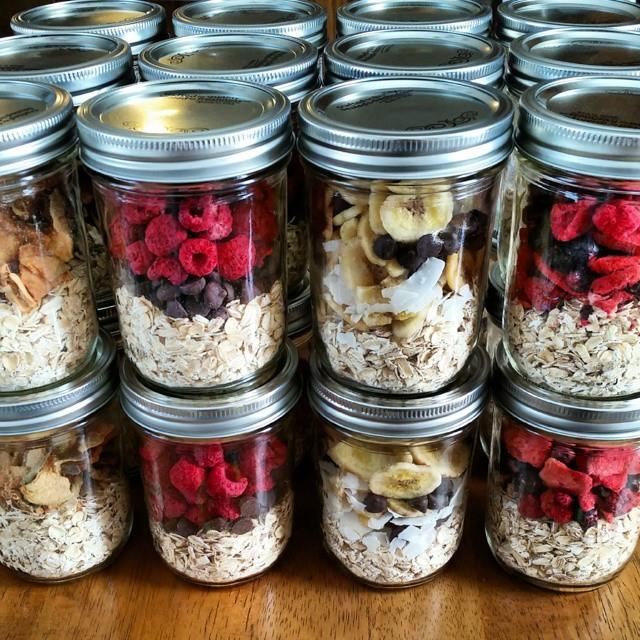 instant oatmeal jars Directions: https://cleanfoodcrush.com/instant-oatmeal-jars/