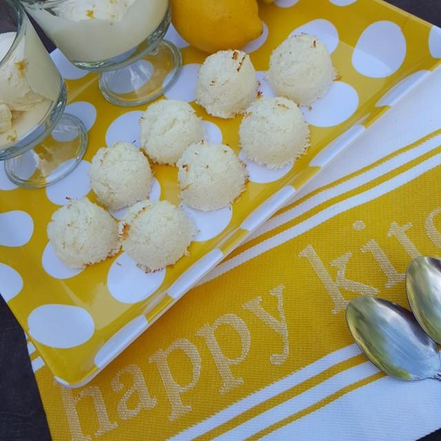Sugar-Free Lemon Coconut Macaroon Cookies https://cleanfoodcrush.com/lemon-coconut-macaroons/
