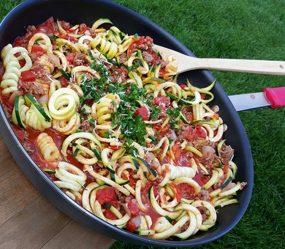 Amazing Clean Eating Skillet Lasagna http://cleanfoodcrush.com/skillet-zoodle-lasagna/