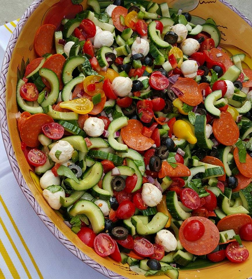 Supreme Pizza Salad Recipe https://cleanfoodcrush.com/supreme-pizza-salad/