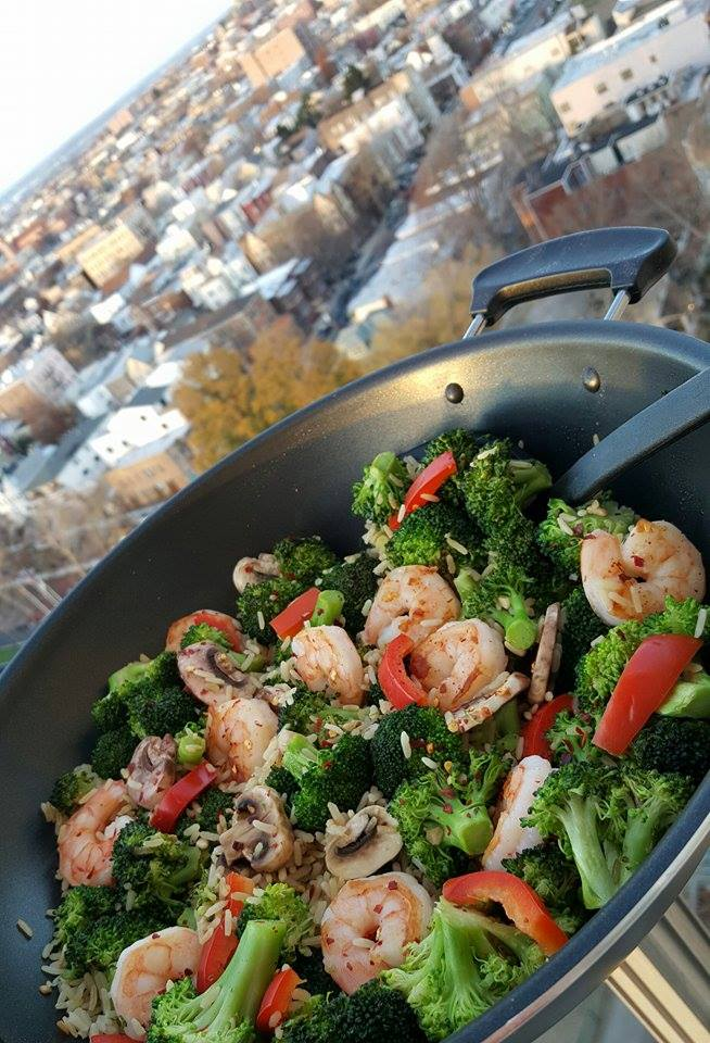 NYC Style Shrimp and Broccoli Recipe https://cleanfoodcrush.com/shrimp-broccoli