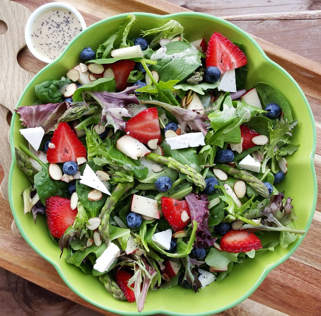 Spring Spinach Salad with Lemony Poppyseed Dressing