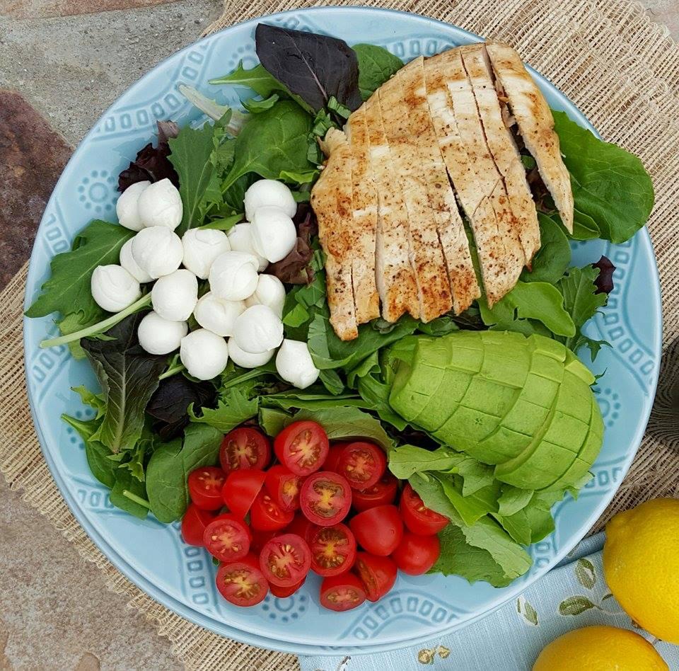 Weeknight Caprese Salad Recipe CleanFoodCrush http://cleanfoodcrush.com/caprese-salad