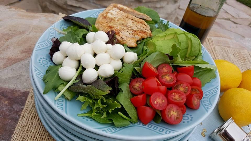 10 minute Weeknight Caprese Salad