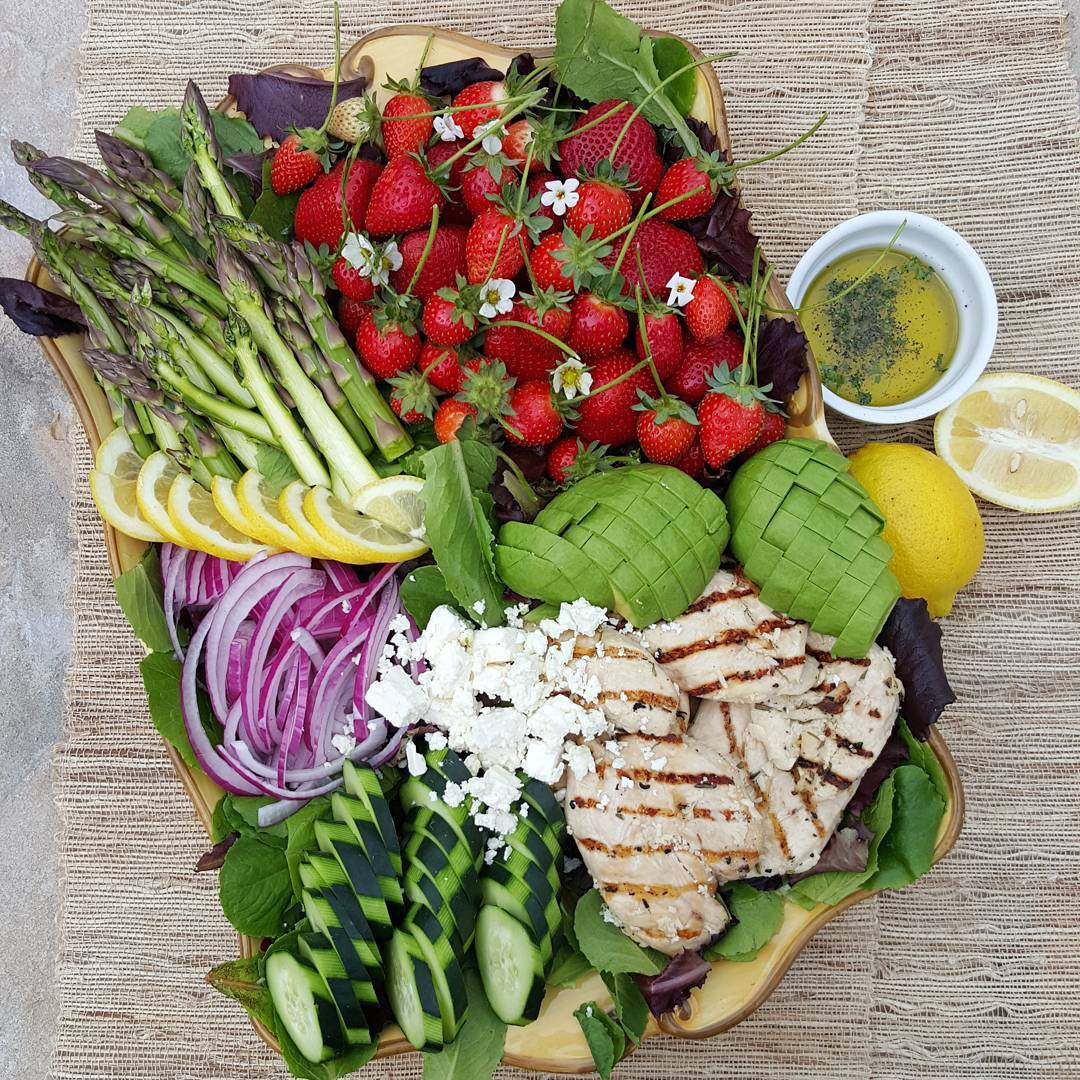 California Cobb Salad Recipe https://cleanfoodcrush.com/cali-cobb-salad/