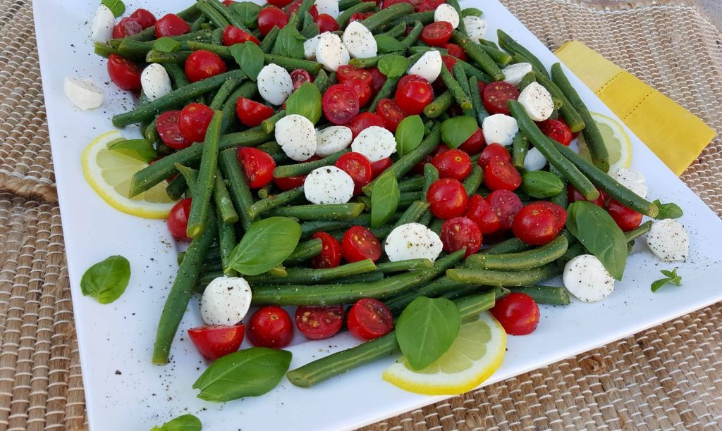 Summer Caprese Green Bean Salad https://cleanfoodcrush.com/caprese-green-beans/