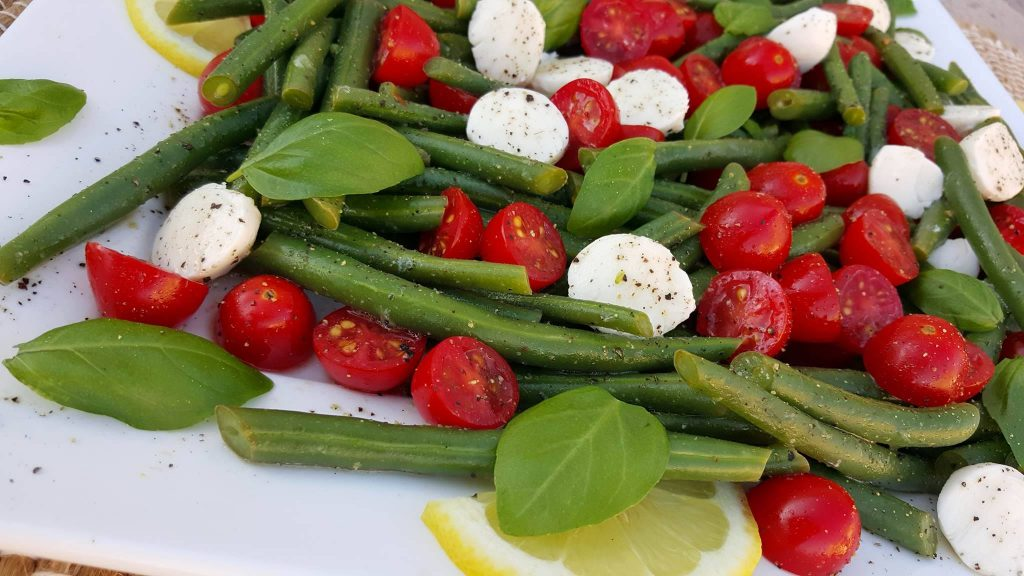 Summertime Caprese Green Bean Salad Clean Eating Recipe https://cleanfoodcrush.com/caprese-green-beans/