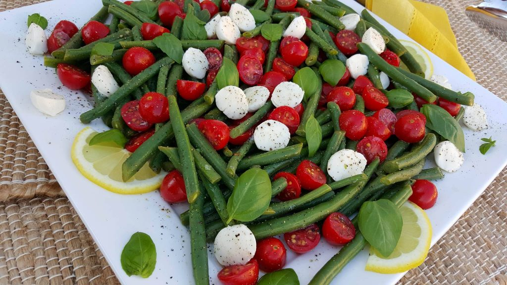 Summertime Caprese Green Bean Salad Recipe https://cleanfoodcrush.com/caprese-green-beans/