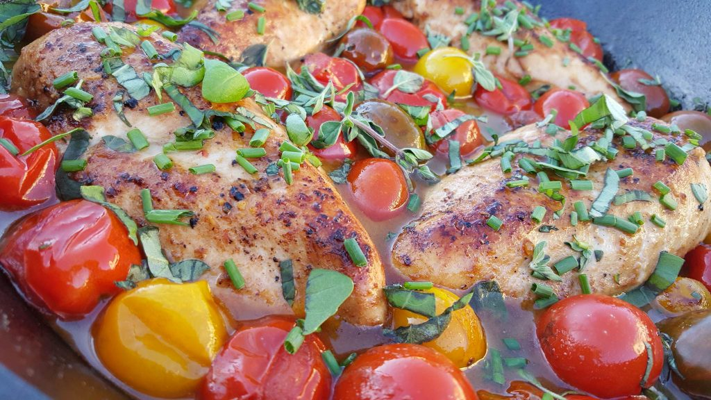 CleanFoodCrush Balsamic Glazed Chicken with Heirloom Tomatoes and Fresh Herbs https://cleanfoodcrush.com/balsamic-chicken-and-tomatoes/