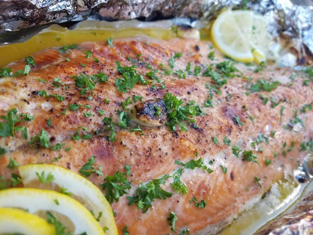 Honey Lemon Garlic Salmon Recipe https://cleanfoodcrush.com/honey-lemon-garlic-salmon/