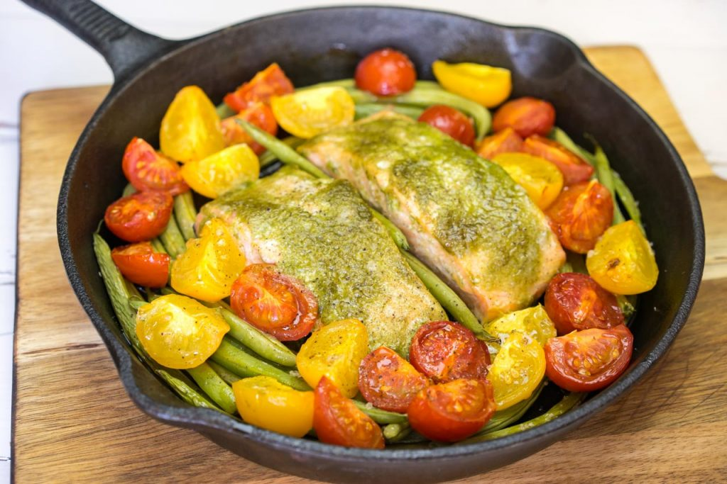 Bake Pesto salmon and veggies