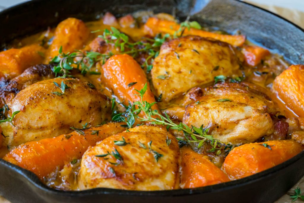 Chicken with carrots and bacon skillet