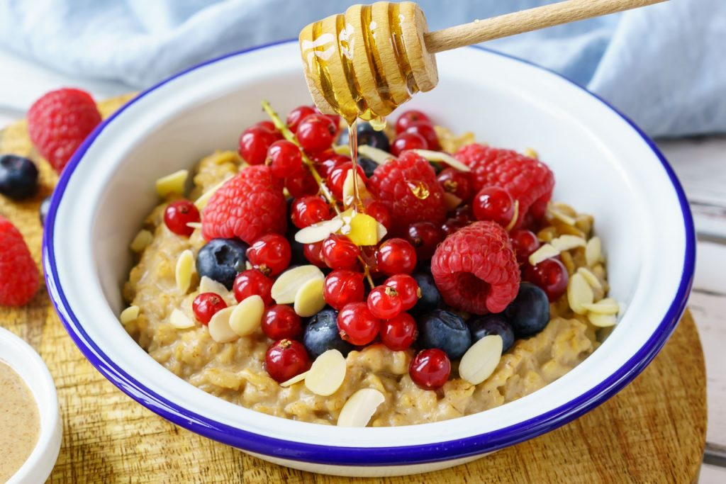 Clean Eating PB Oatmeal and Berries