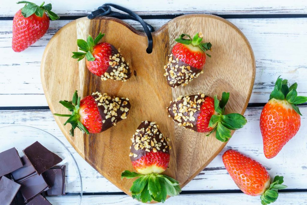Healthy Chocolate Dipped Strawberries