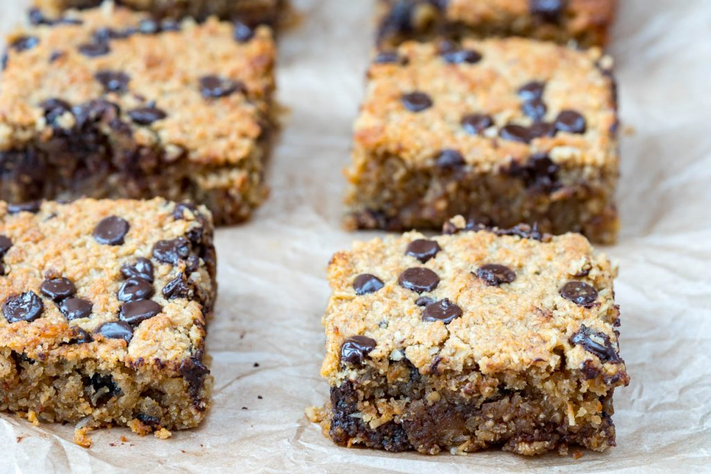 Clean Eating Oatmeal Chocolate Chip Bars