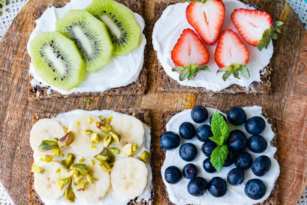 CleanFoodCrush Fruit and Ricotta Toast