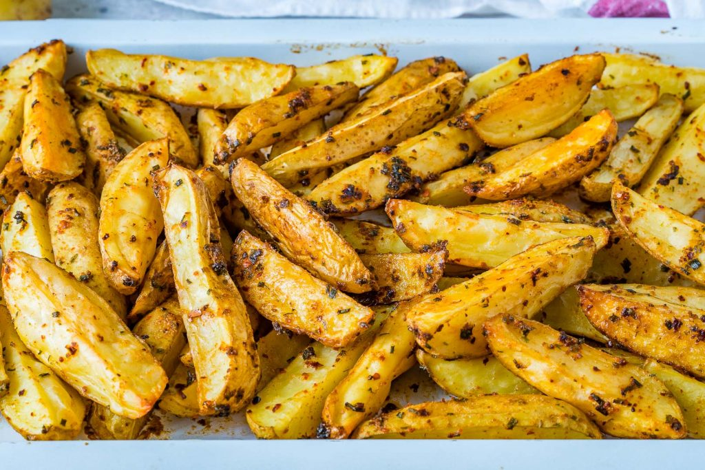 Delicious Spicy-Garlicy Baked Potato Wedges