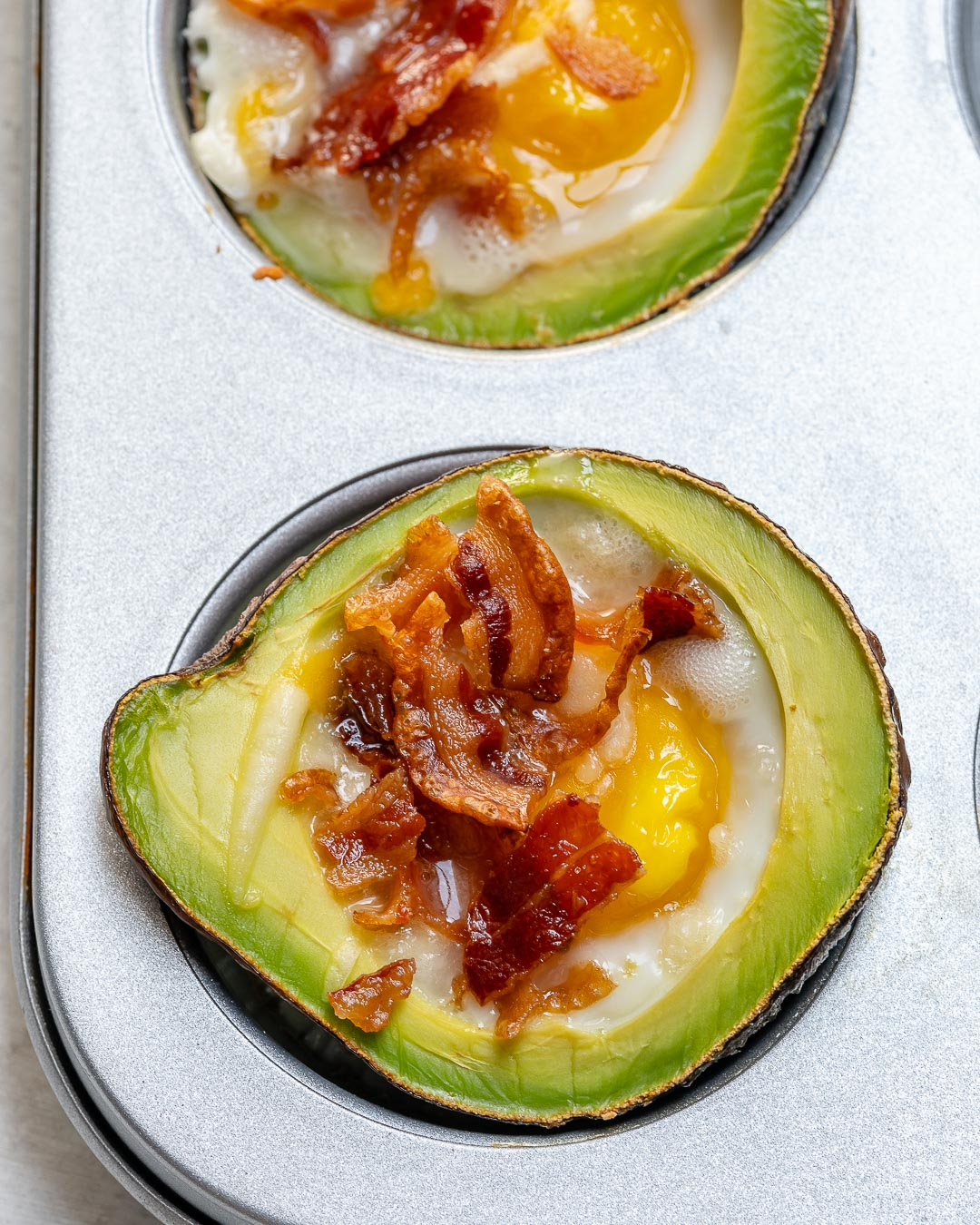Boat Avocado Bacon and Eggs Recipe