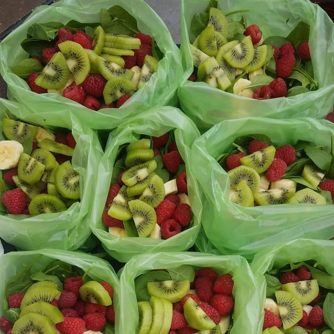 Healthy Red Berry Green Smoothie Prep