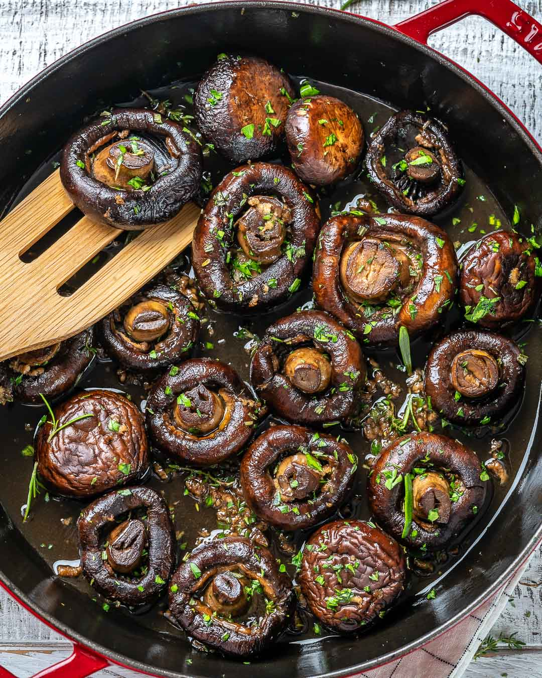 Garlic Herb Mushrooms Make a Healthy, Flavor Rich Side Dish!